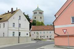 Blick von der Wurzener Straße zur St. Marienkirche in Schildau.