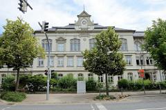 St. Johannesschule in Cölln-Meißen, erbaut 1898 - ehem. II. einfache und mittlere Bürgerschule zu Meißen, Lazarett und ab 1970 auch Friedrich Engels Schule.