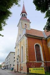 Kirchturm / Kirchenschiff der Elisabeth-Kirche in Pärnu; geweiht 1750.