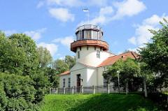 Sternwarte Dorpat / Tartu; seit 2005 gehört der geodätische Bogen von Struve in die Welterbeliste der UNESCO. Der Bogen wurde von dem dort wirkenden Astronomen F. G. W. Struve gemessen. Der Struve-Bogen ist ein langgestrecktes Netz geodätischer V