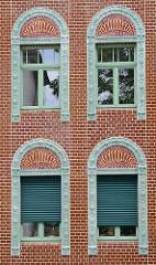 Keramikfassade mit Relieffliesen - Gebäude der Keramikfabrik in Cölln-Meißen