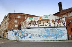 Wohnhäuser / Gewerbegebäude - Mauern mit Wandmalerei / Graffiti versehen - Wielkie Garbary, Toruń.