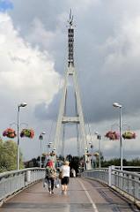 Fussgänger*innenbrücke über den Fluss Emajõgi in Tartu; Marktbrücke fertiggestellt 2003 - Entwurf von OÜ Tartu Architecture Bureau und K-Most.