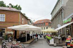 Fussgängerzone - Mommiku in Pärnu; Restaurants mit Aussengastronomie.