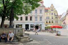 Heinrichsplatz in Meißen - Figur / Brunnen von König Heinrich I., der die Burg Meißen 929 gegründet hat. Der Brunnen und die Skulptur wurden 1863 errichet.