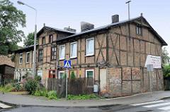 Altes Fachwerkgebäude mit Ziegelfüllung / Doppelhaus in der Straße Podgórna von Torun.