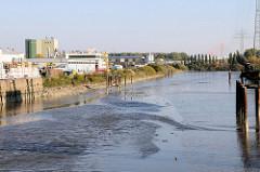 Gewerbegebiet am Tidekanal im Hamburger Stadtteil Billbrook - Blick zum Ende des Kanals am Unteren Landweg.