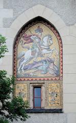 Eingangstor der Albrechtsburg / Torturm - seitliche Bogenfelder mit Graffitten nach Entwürfen von Wilhelm Walther; Hlg. Ritter Georg.