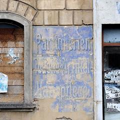 Fassadenschild in Meißen; Jugendstilschrift,  Parfümerien, Toilette Artikel, Haarpflege.