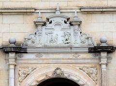 Relief - Eingangsportal, Adam und Eva im Paradies - Hausfassade in Meißen.