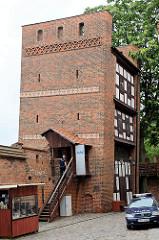 Schiefer Turm von Torun; Teil der mittelalterlichen Befestigungsanlage; ehem. Frauengefängnis, Schmiede / Wohnung - jetzt Kaffeestube und Souvenirladen.