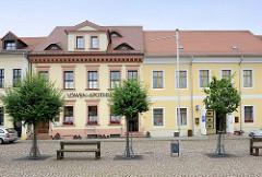 Gebäude der Löwenapotheke am Markt in Belgern; Wohnhaus, Geschäftshaus - erbaut Mitte 19. Jahrhundert.
