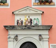 Wappen über dem Eingang vom Rathaus in Belgern; errichtet 1578 als Renaissancebau.