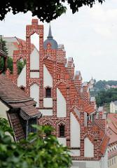 Blick vom Burgberg auf Teppengiebel / Dächer in Meißen.