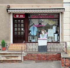 Geschäft Modeboutique - Fahrradständer, Tafel Unser Angebot - Bilder aus Schildau