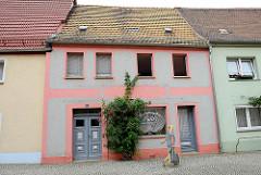 Historische Architektur in der Elbstraße von Belgern - jetzt Gewerbenutzung als Bestattungshaus.
