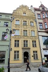 Mietshaus unter dem Stern, Bürgerhaus mit spätbarocker Fassade; ursprünglich im 13. Jahrhundert erbaut - Umbau im 16. Jahrhundert; rynek Staromiejski in Toruń.