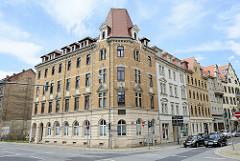 Architektur der Gründerzeit - Wohnblock mit gelber Ziegelfassade- Neumarkt in Meißen.