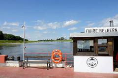 Elbfähre Belgern - Autofähre / Personenfähre über die Elbe zwischen Belgern und Tauschwitz. Gierseilfähre, Gierfähre - an langen Drahtseil hängende Fährverbindung, die zur Fortbewegung die Strömung des Flusses ausnutzt.