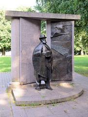 Hugo-Treffner-Denkmal in Tartu; Bildhauer Mati Karmin und der Architekt Tiit Trummal. Hugo Hermann Fürchtegott Treffner war ein estnischer Publizist und Pädagoge.