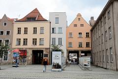 Rückseite vom Cäsarbogen in Toruń; Mietshaus aus der ersten Hälfte des 18. Jahrhunderts - Durchbruch 1911, Architekt Carl Cäsar. Durch die Nachbarhäuser wurde 1936 Durchfahrten errichtet.