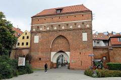 Klostertor oder Heilig-Geist- Tor / Frauentor in Toruń; Architektur flämische Gotik - Teil der mittelalterlichen Befestigungsanlage der Stadt.