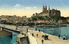 Historische Ansicht der Elbe bei Meissen - Brücke über den Fluss, Fussgänger und KFZ / Cabrio - Pferd und Wagen, Radfahrer. Auf der anderen Elbseite der Burgberg der Albrechtsburg - spätgotisches Architekturdenkmal, einer der ersten Schlossbau