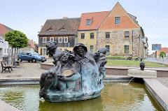 Schildbürgerbrunnen in Schildau; Bildhauer Torsten Freche