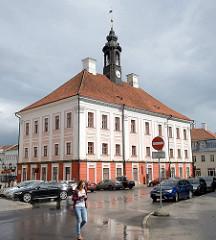 Rathaus von Tartu - frühklassizistische Architektur, fertiggestellt 1789 - Architekt Johann Heinrich Bartholomäus Walter.