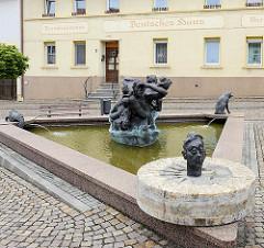 Schildbürgerbrunnen in Schildau; Bildhauer Torsten Freche.
