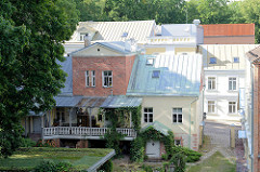 Blick zu Häusern an der Schlossstrass / Lossi in Tartu.