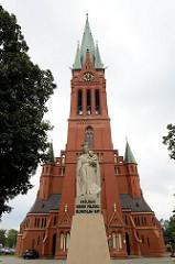 Neugotische St. Katharinenkirche, preussische Garnisionskirche in Toruń - erbaut 1897, Architekt Ferdinand Schönhals.