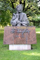 Denkmal für Friedebert Tuglas im Ülejõe Park von Tartu -
