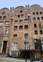 Historische Architektur in Toruń - gotische Häuser in der Brückenstraße / mostowa,  erbaut Anfang des 16. Jhd.