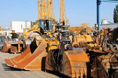 Lagergelände für Bagger und Baukran / Baufahrzeuge  - Industriegebiet Hamburg Billbrook.