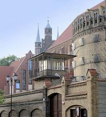 Gefängnis, Wachturm und historische Architektur