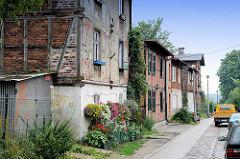 Wohnstraße in Toruń; historische Bebauung mit Fachwerkgebäuden.