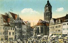 Historisches Bild vom Meißener Marktplatz; Marktstände dicht gedrängt - Geschäftshäuser / Wohnhäuser, Fassadenwerbung für Zahnpraxis und Seifensiederei. Blick auf die Frauenkirche, erbaut um 1520.