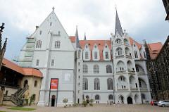 Albrechtsburg Meißen (gebaut um 1480) mit Großem Wendelstein; der Wendelstein ist ein Treppenturm der einem Gebäude vorgelagert ist.