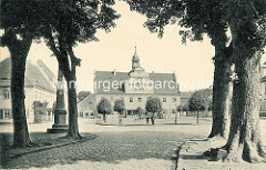 Historische Ansicht vom Marktplatz und Rathaus in Belgern; errichtet 1578 als Renaissancebau. Lks. die Postdistanzsäule / Postmeilensäule - verkehrshistorisches Denkmal.