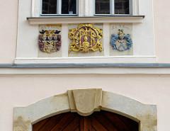 Wappen an der Fassade vom Bischofspalast auf dem Burgberg von Meißen.