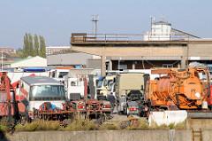 Gebrauchtwagenhandel - Stellplatz für LKW und Arbeitsfahrzeuge am Ufer vom Tidekanal in HH-Billbrook.