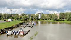 Bootsliegeplätze, Marina am Fluss Emajõgi in Tartu.