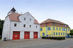 Gerätehaus der Feuerwehr Schildau - re. Gebäude vom Kindergarten Zu den kleinen Schildbürgern.