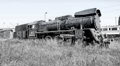 Alte, ausrangierte Lokomotive beim Rangierbahnhof Toruń. PKP Dampflok Ol 49-50 auf dem Abstellgleis - erbaut um 1954.