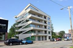 Moderne Architektur mit schief verlaufender Fassadengestaltung in der Straße Fortuuna in Tartu.
