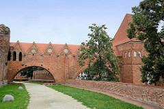 Burgruine der 1260 erbauten Ordensburg in Thorn / Toruń - zerstört 1454; Nutzung bis 1966 als Mülldeponie. Jetzt touristische Sehenwürdigkeit der Stadt, deren historische Altstadt zum  UNESCO zum Weltkulturerbe erklärt wurde.
