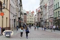 Blick in die Fussgängerzone Królowej Jadwigi in Toruń - Geschäftsstraße in der Neustadt.
