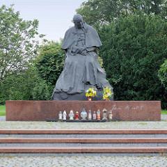 Denkmal, Bronzestatue von Papst Johannes Paul II -  Jana Pawła in Toruń;