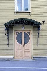 Holztür, Eingangstür im Jugendstil / Art Nouveau - Fenster mit Bleiverglasung; Architekturfotos aus Tartu.